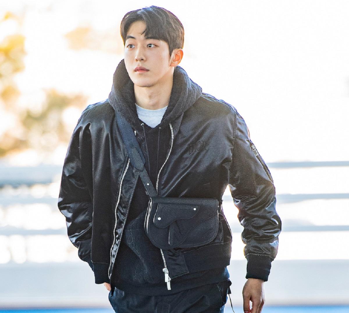 Gaya Traveling yang Stylish Aktor Nam Joo Hyuk