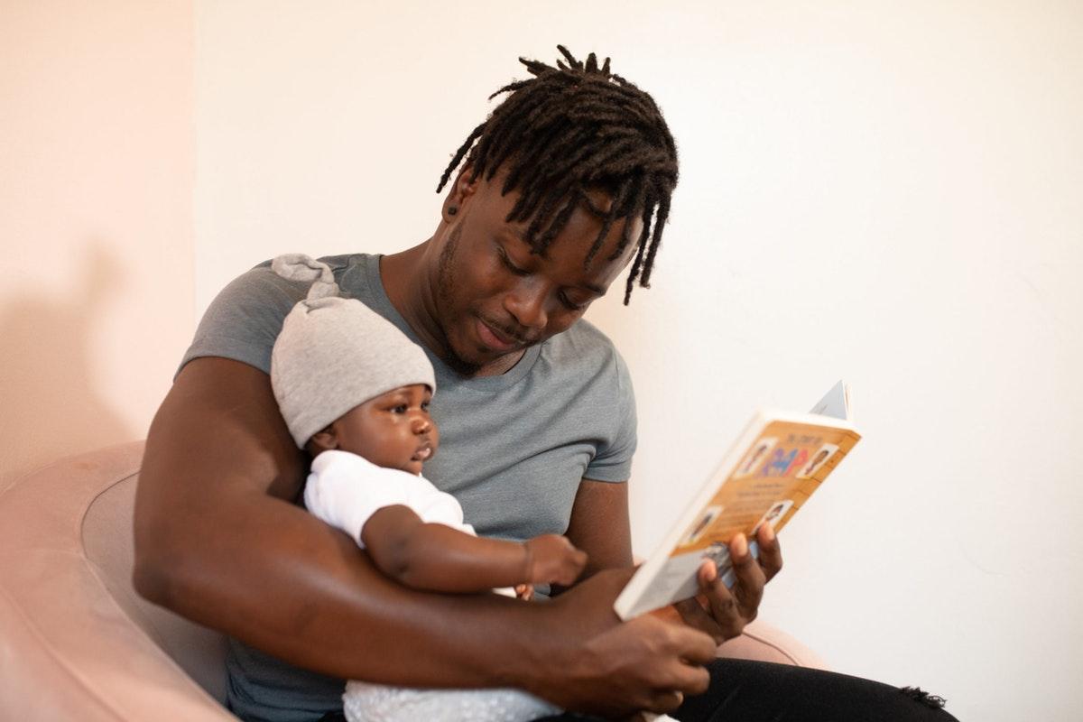 Dongeng Ayah Stimulasi Kemampuan Bicara Si Kecil