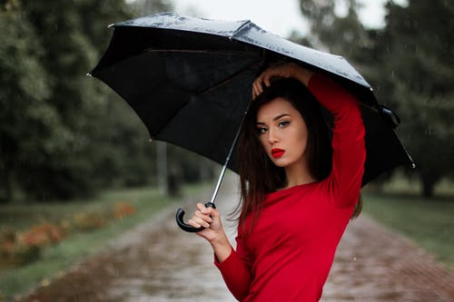 Tips Makeup Tahan Lama pada Musim Hujan