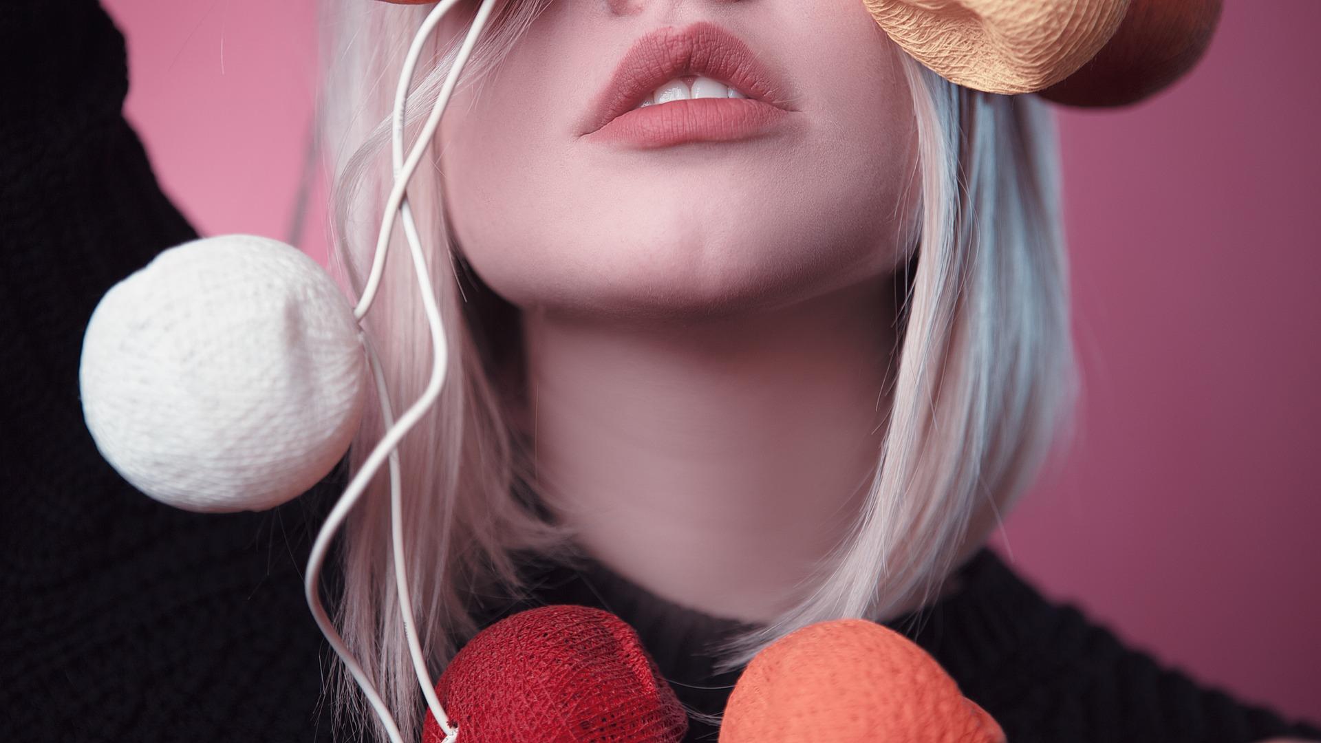 Plump Your Lips: Bibir Tetap Seksi Selama di Rumah