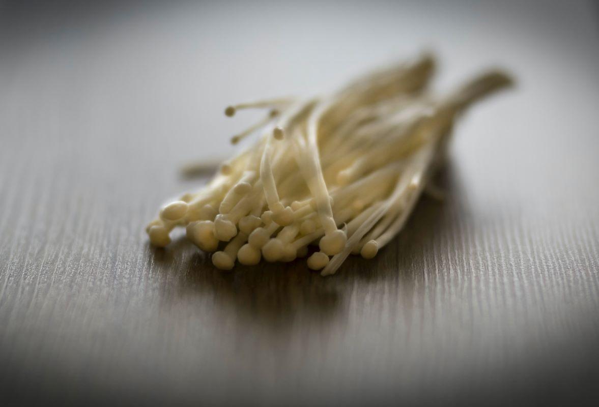 Heboh Jamur Enoki Pemicu Wabah Kuman Listeria, Seperti Ini Gejala Sakitnya