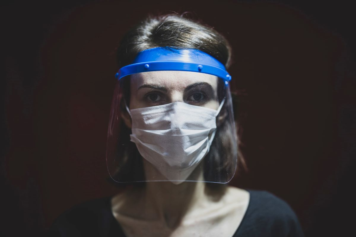 Yuri: Face Shield Tanpa Masker Perlindungan Dari COVID 19 Tidak Efektif