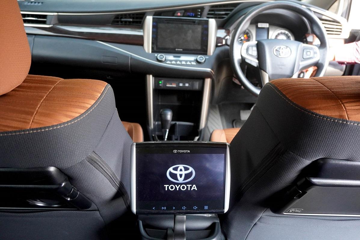 Kijang Innova TRD Sportivo Limited dan Sienta Welcab Tandai 50 Tahun Toyota Hadir Di Indonesia