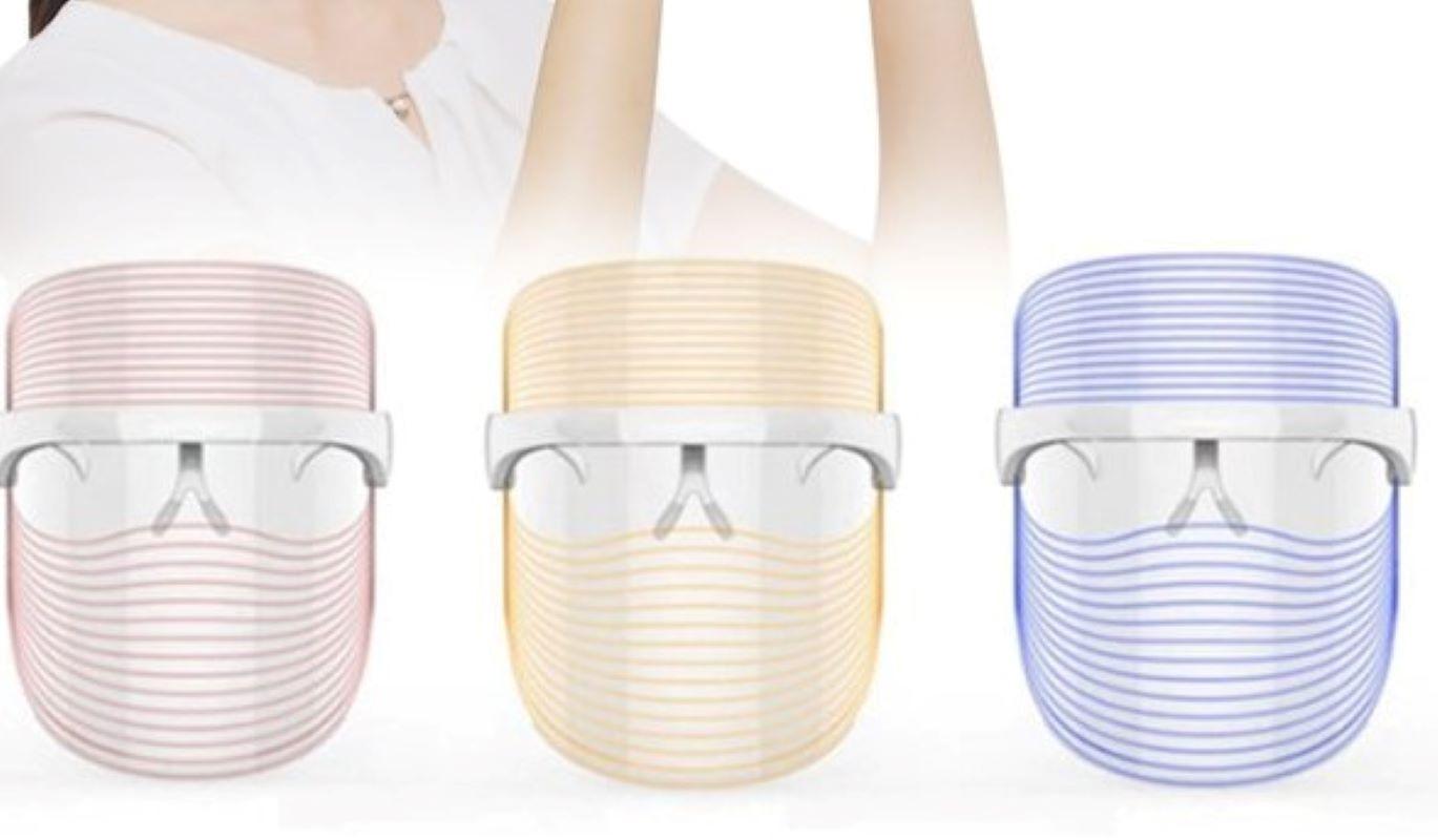 Yuk, Kenalan Dengan LED Mask yang Bisa Membantu Mencegah Jerawat