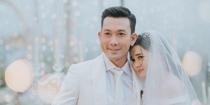 Berkonsep Outdoor! Ini Dia 5 Potret Acara Pernikahan Denny Sumargo dan Olivia Allan