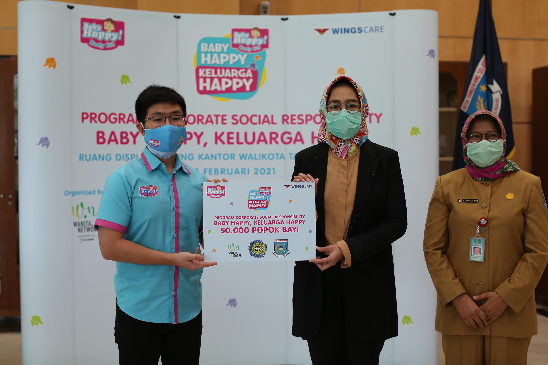 Baby Happy Serahkan Ribuan Popok Bayi kepada Pemerintah Kota Tangerang Selatan